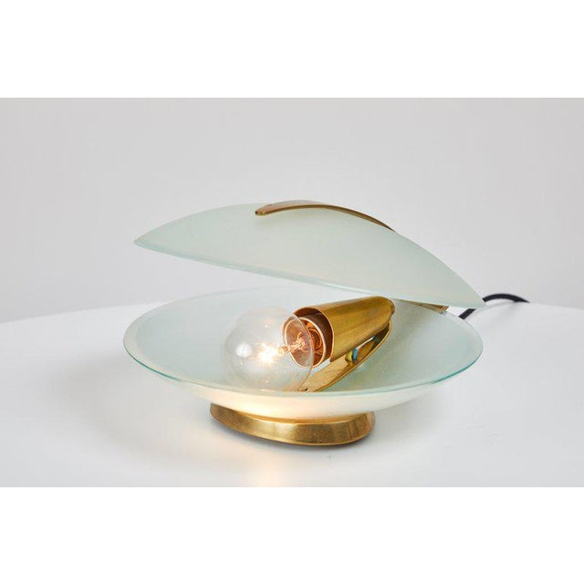 Mid-Century Modern 1960s Vintage Max Ingrand for Fontana Arte Glass and Brass Shell Table Lamp For Sale - Image 3 of 13
