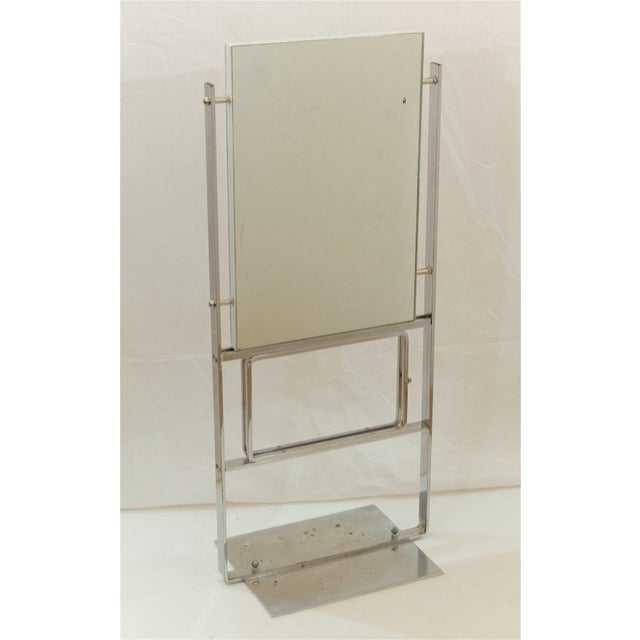 United States, 1910-1930Large tabletop commercial department store mirror from the early 20th Century, two mirrors...