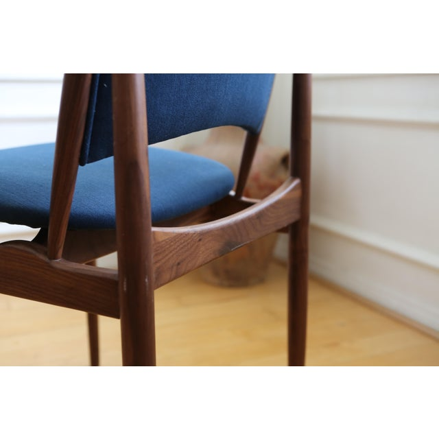 Mid Century Modern Teak Dining Chairs in Navy Blue - Set of 8 For Sale - Image 4 of 11