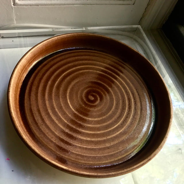 1970s Studio Pottery Brown Glaze Rimmed Swirl Casserole Dish, Pie Plate, or Bowl - Signed For Sale - Image 5 of 9