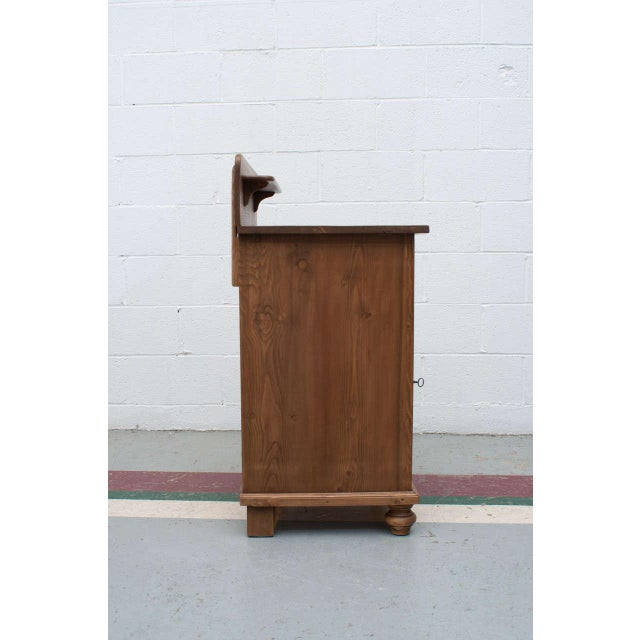 Late 19th Century Pine Cupboard / Washstand For Sale In Washington DC - Image 6 of 7