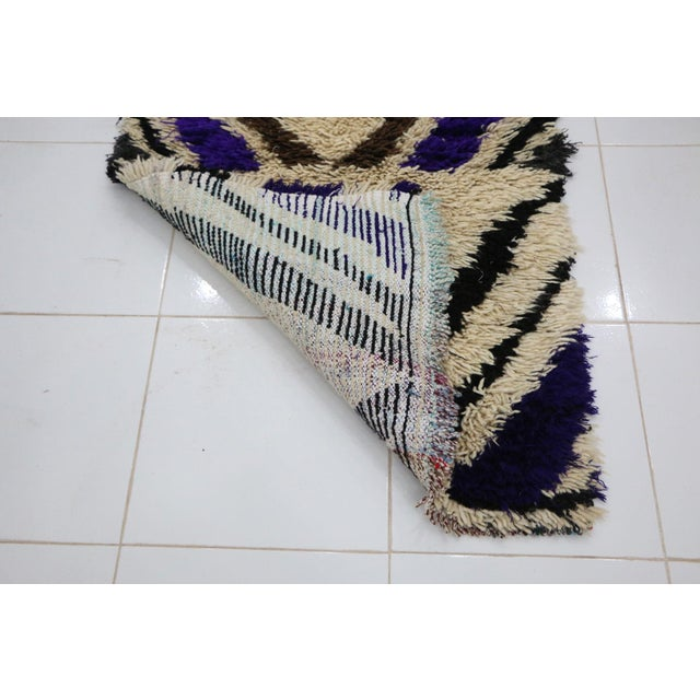 """Moroccan Azilal Rug - 2'6"""" X 5'10"""" For Sale - Image 4 of 6"""