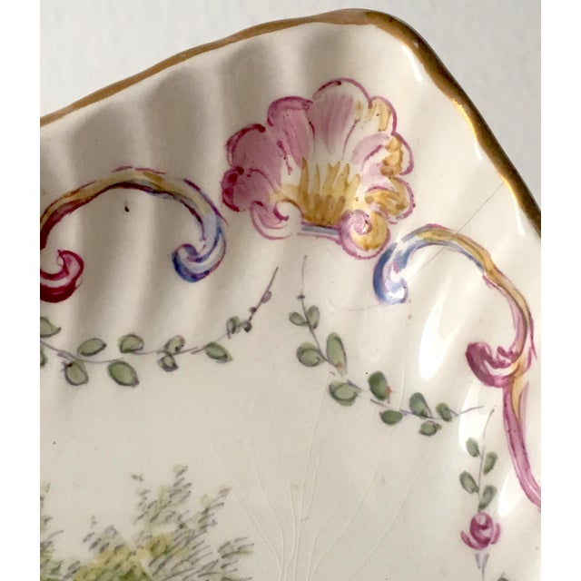 Belle Epoque French Faience Hand-Painted Serving Dish For Sale - Image 3 of 6