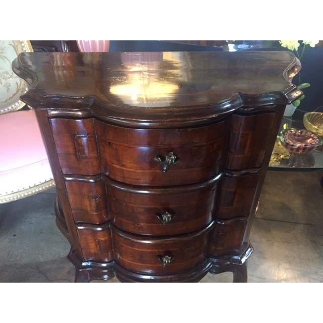 18th Century Italian Walnut 3 Drawers Commodes - a Pair For Sale - Image 9 of 12
