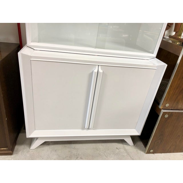 1950s Contemporary White Lacquered China Cabinet For Sale - Image 4 of 7
