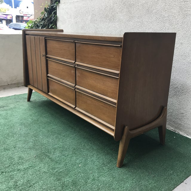 Brown Mid-Century United Furniture 9~Drawer Dresser For Sale - Image 8 of 8