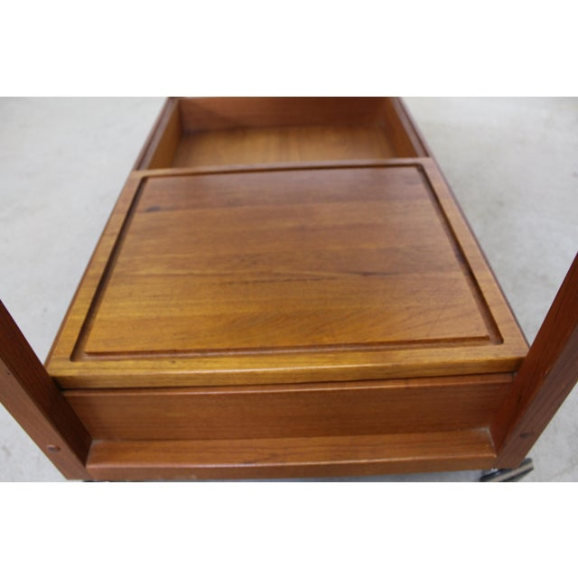 Mid-Century Danish Modern Teak Sliding Door Bar Cart For Sale In Philadelphia - Image 6 of 11