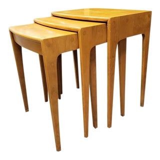 1960s Mid-Century Heywood Wakefield Nesting Tables - Set of 3 For Sale