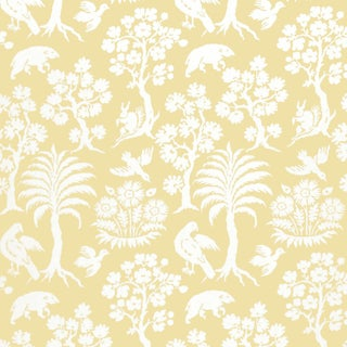 Sample - Schumacher Palm Damask Wallpaper in Sunlight For Sale