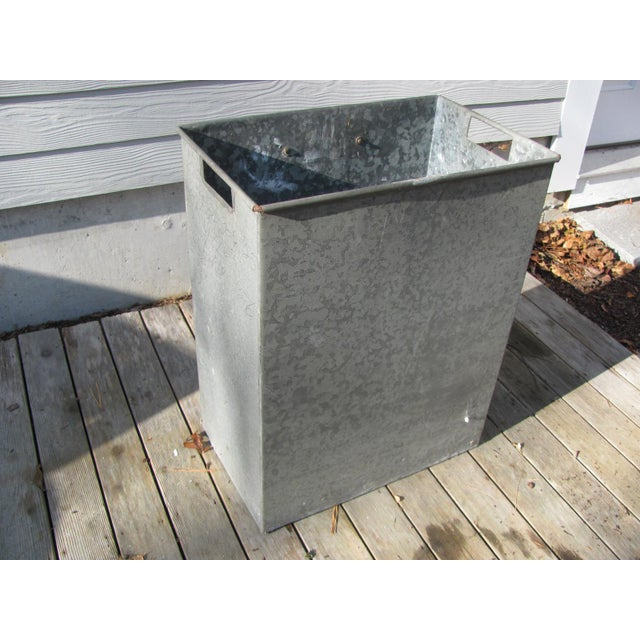 Super strong sheet steel waste basket. Industrial style. Two side handles with rolled edges.The top edge has rolled steel...