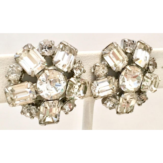 Abstract 1950s Silver & Austrian Crystal Clear Rhinestone Abstract Flower Earrings by Weiss For Sale - Image 3 of 9