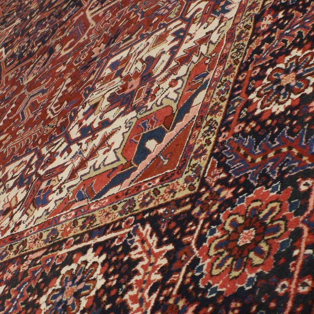 Antique Persian Heriz Rug with Modern Traditional Style For Sale In Dallas - Image 6 of 10