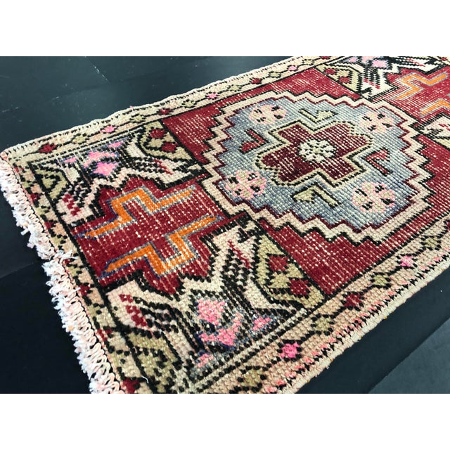 1960s Faded Oushak Distressed Turkish Vintage Small Rug 1′7″ × 2′11″ For Sale - Image 5 of 6