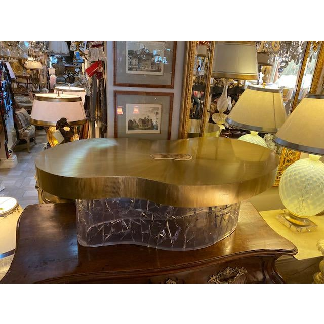 1960s Mid-Century Modern Acrylic and Brass Curved Coffee Table For Sale - Image 12 of 12
