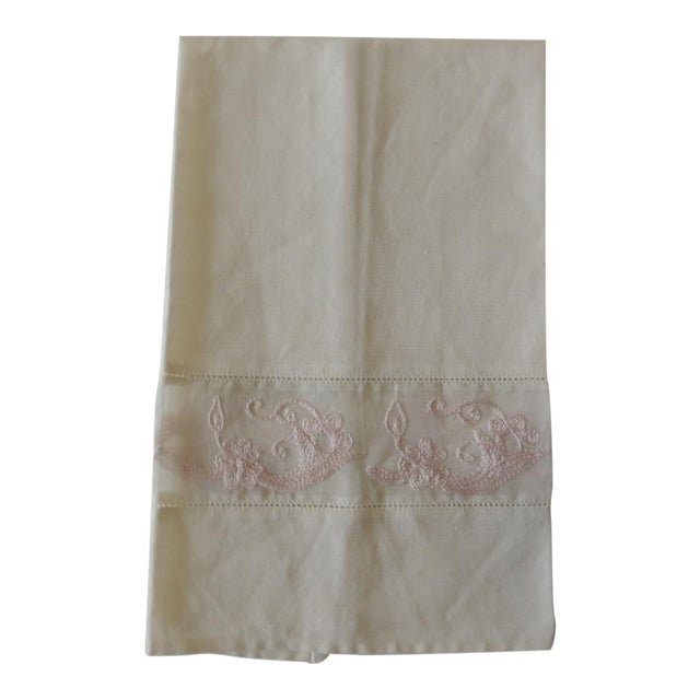 Vintage Pink and White Embroidered Bathroom Guest Towel For Sale