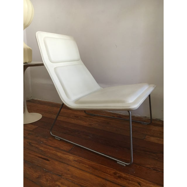 Original Jasper Morrison low pad lounge chair with body in bent birch plywood, upholstered in white italian leather. Frame...
