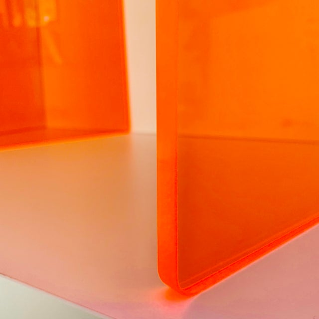 "Memphis Group ""The Side Piece"" Side Table in Neon Orange For Sale - Image 4 of 7"