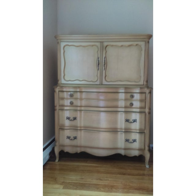 French Provincial Highboy Dresser Serpentine Front 3 lower drawers. Upper doors open up to two pull out high-sided drawers...