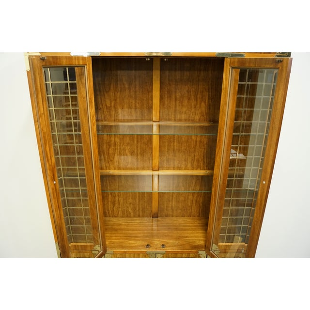 Late 20th Century 20th Century Chinoiserie Bernhardt Furniture Illuminated Display China Cabinet For Sale - Image 5 of 12