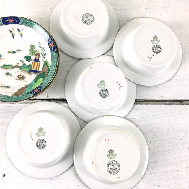 John Aynsley 1910s Asian Inspired English China Finger Bowls With Under Plates and Syrup Pitcher - 12 Piece Set For Sale - Image 10 of 12