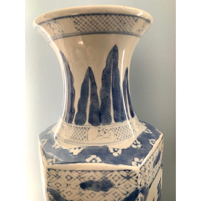 Mid 20th Century Chinoiserie Blue and White Ceramic Vase For Sale - Image 5 of 6