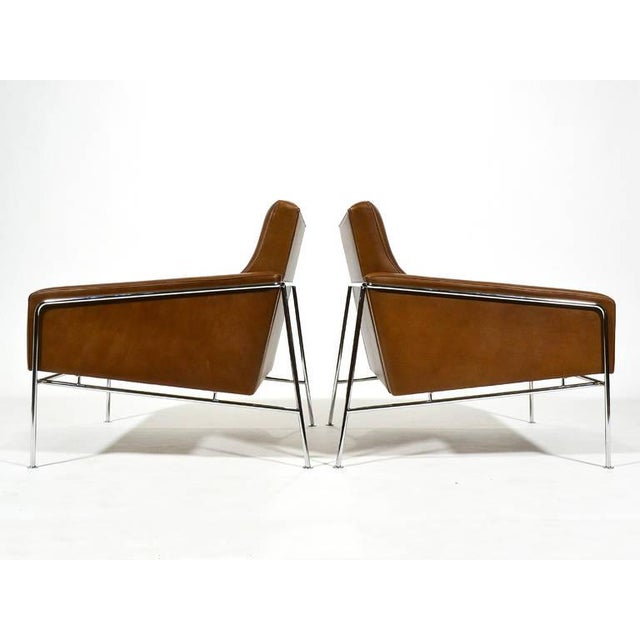 Pair of Arne Jacobsen Series 3300 Lounge Chairs - Image 6 of 11