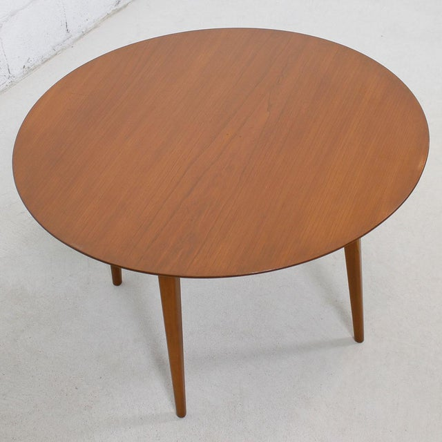 Danish Modern Round Mid Century Coffee Table with Splayed Legs in the Style of Hans Wegner For Sale - Image 3 of 4
