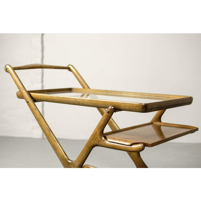 Cassina Mid-Century Italian Design Walnut Bar Trolley by Cesare Lacca for Cassina, 1950s For Sale - Image 4 of 11