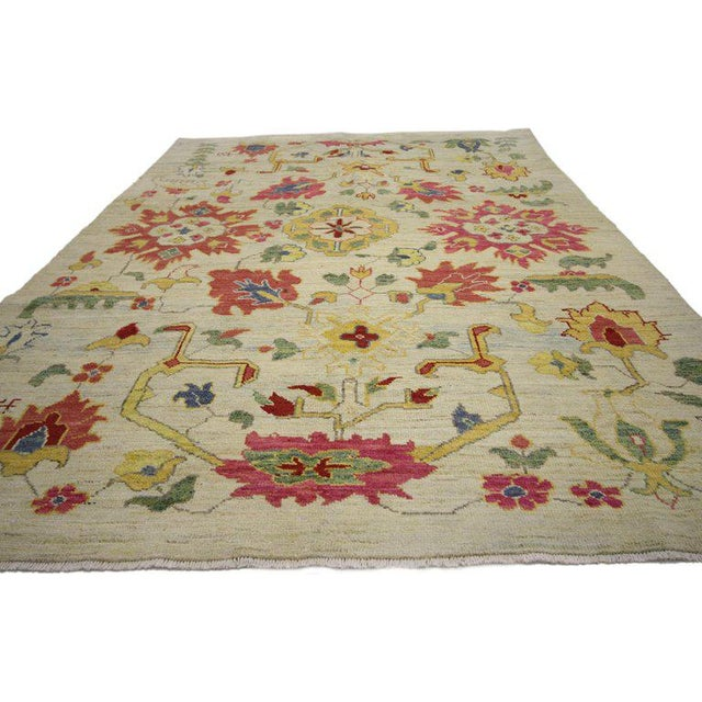 60759 Hollywood Regency Turkish Oushak Rug With Modern Contemporary Style. Highly stylish yet tastefully casual, this new...