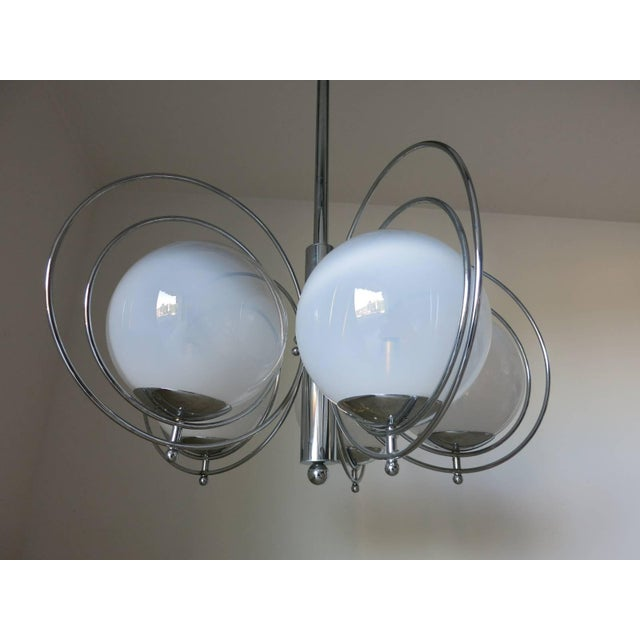 Italian Mid-Century White Murano Globes Chandelier by Reggiani For Sale In Palm Springs - Image 6 of 9