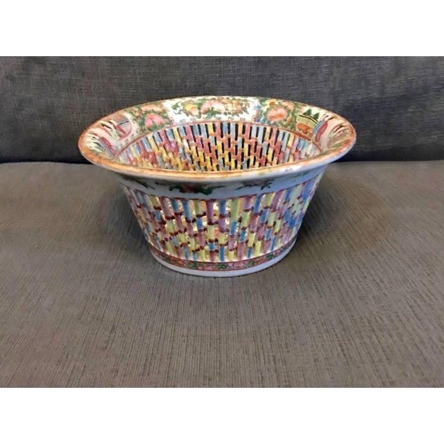Chinese Export Rose Medallion Reticulated Bowl and Underplate, circa 1860 For Sale - Image 4 of 10