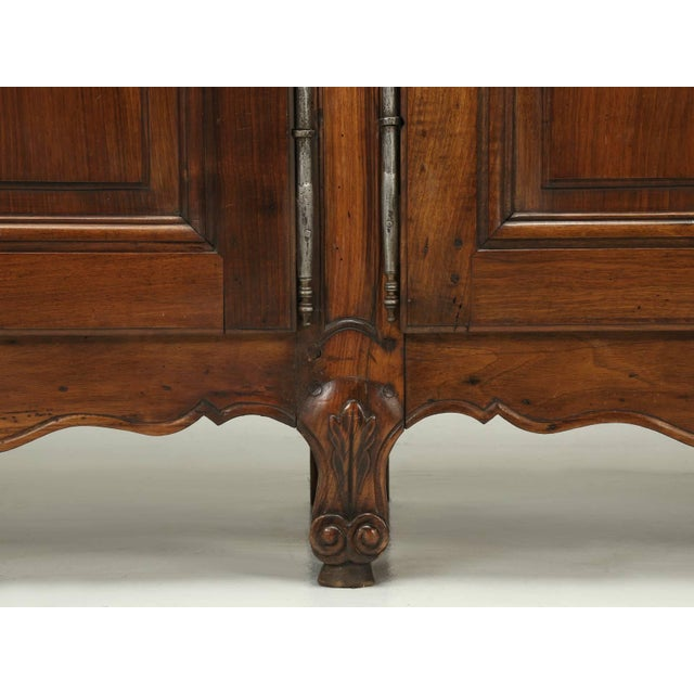 """Brown Antique French """"très Grand"""" Buffet in Walnut For Sale - Image 8 of 10"""