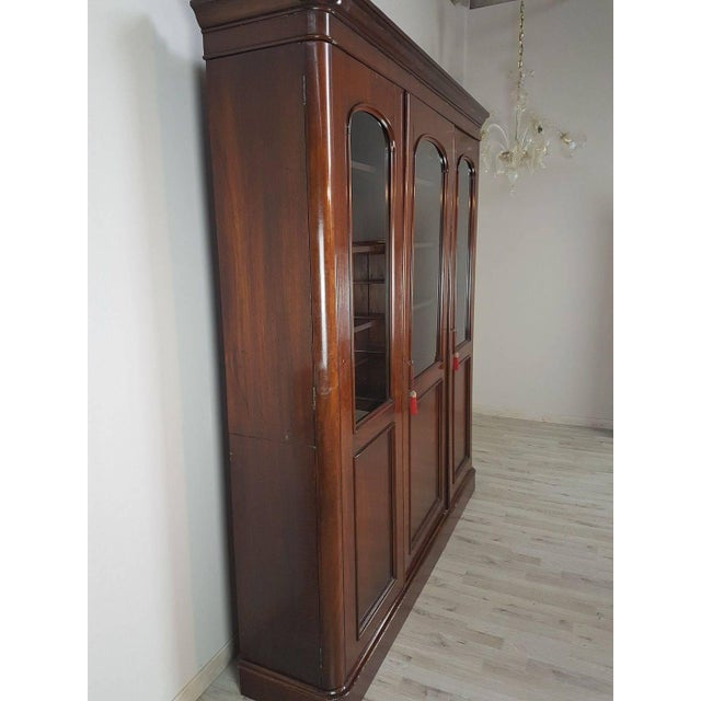 1920s 20th Century English Mahogany Wood Bookcase For Sale - Image 5 of 11