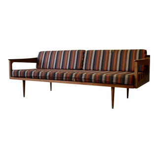 Mid Century Modern Walnut Daybed / Sofa / Couch For Sale