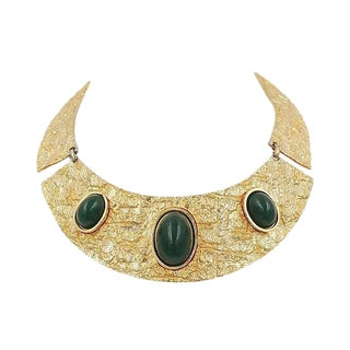 1970s Goldtone Faux-Green Jasper Cabochon Bib Necklace For Sale