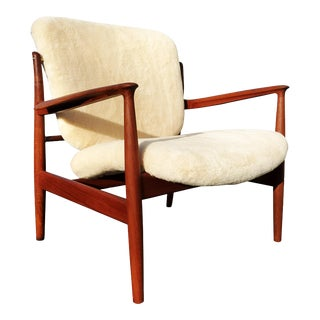 A Danish Mid-Century Modern Finn Juhl Fd 136 Lounge Chair. For Sale