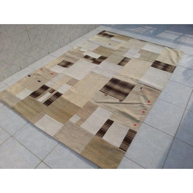 "Tribal Naturel Patchwork Rug -- 5' x 7'5"" For Sale - Image 4 of 6"