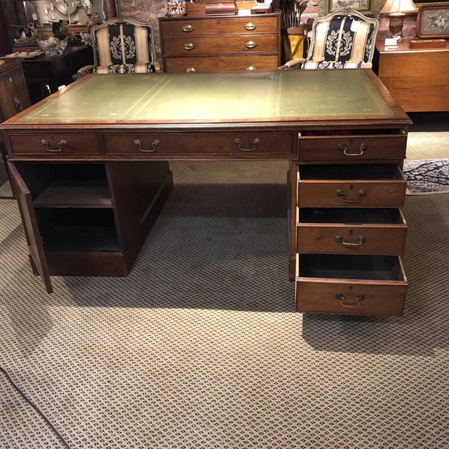 1900s Georgian Style Mahogany Partners Desk With Leather Top For Sale - Image 4 of 12