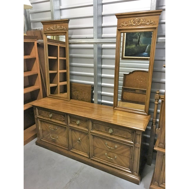 Vintage Thomasville Dresser with Wall Mirrors - Image 5 of 9