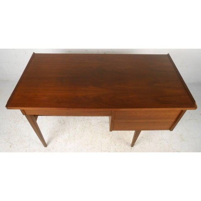 American of Martinsville Mid Century Matching Desk & Chair For Sale - Image 5 of 10