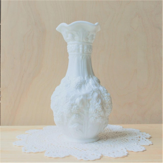 1960 Impressionism Westmoreland Loganberry White Milk Glass Vase