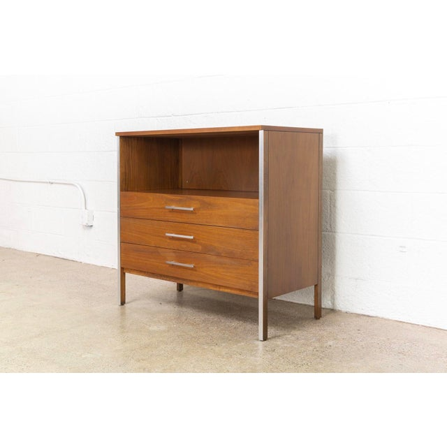 Mid-Century Modern Mid Century Paul McCobb for Calvin Chest of Drawers For Sale - Image 3 of 11