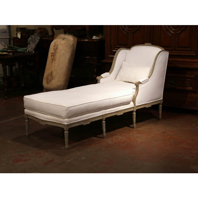White 19th Century French Louis XVI Carved and Painted Eight-Leg Chaise With Muslin For Sale - Image 8 of 12