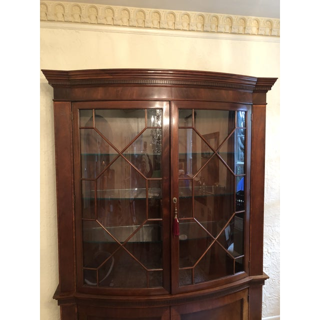 English Traditional Baker Mahogany China Cabinet Historic Charleston Collection For Sale - Image 3 of 8