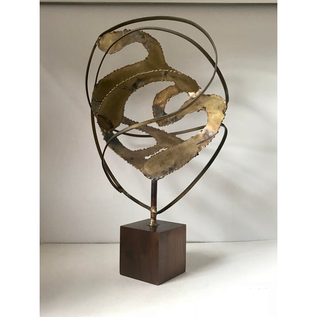 Beautiful mid Century modern brass sculpture on wood pedestal. In very good original condition .