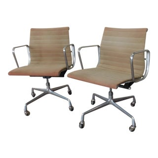 Eero Saarinen Eames for Herman Miller Aluminum Group Management Armchairs - a Pair For Sale