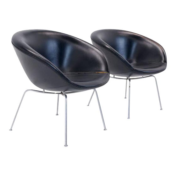 Pair of Arne Jacobsen Pot Chairs Made by Fritz Hansen, Denmark For Sale
