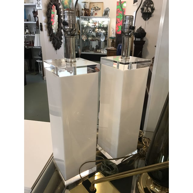 Contemporary Mid Century White Lucite Column Lamps - A Pair For Sale - Image 3 of 10