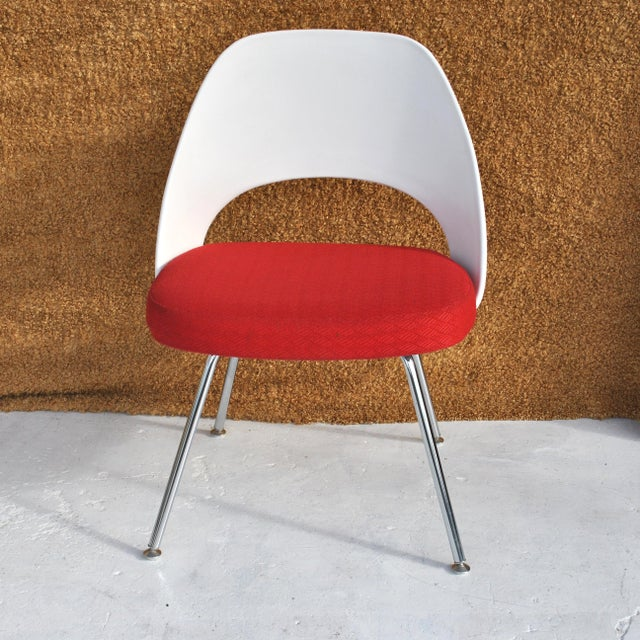 Set of Four Contemporary Knoll Eero Saarinen 72c-Piece Dining Side Chairs For Sale - Image 12 of 13