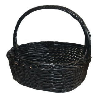 Early 20th Century Vintage Large French Wicker Basket With Handle For Sale